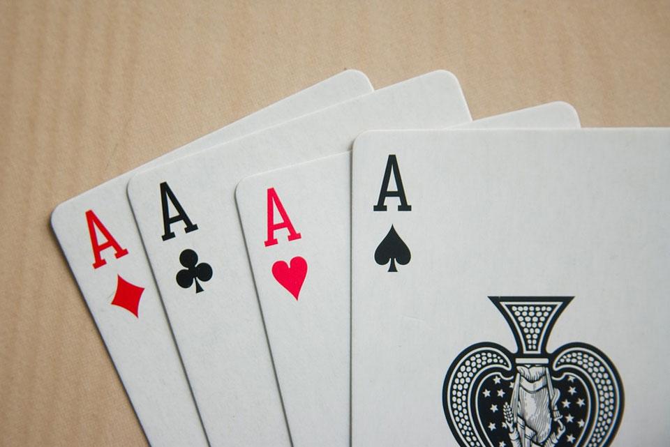 sivun kuva 3 erittäin viihdyttävää kasinopeliä joita voit pelata ystävien kanssa ilmaiseksi Pokeri - 3 erittäin viihdyttävää kasinopeliä, joita voit pelata ystävien kanssa ilmaiseksi