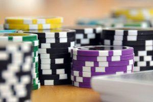 sivun kuva 3 suurta eroa ilmaisten ja maksullisten kasinopelien välillä Laadun eroavaisuus 300x200 - sivun-kuva---3-suurta-eroa-ilmaisten-ja-maksullisten-kasinopelien-välillä---Laadun-eroavaisuus